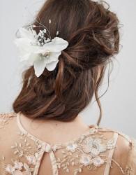 ASOS DESIGN bridal crystal and bead floral hair corsage - Cream