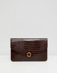 ASOS DESIGN croc envelope clutch bag with ring detail - Brown