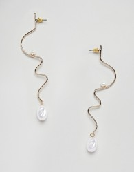 ASOS DESIGN earrings in swiggle design with faux freshwater pearl in gold - Silver