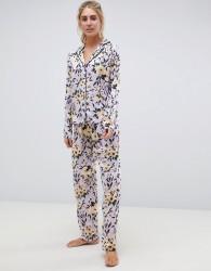 ASOS DESIGN lilac floral traditional pyjama set in 100% modal - Purple