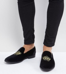 ASOS DESIGN Wide Fit loafers in black velvet with crown embroidery - Black