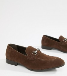 ASOS DESIGN Wide Fit loafers in brown faux suede with snaffle - Brown