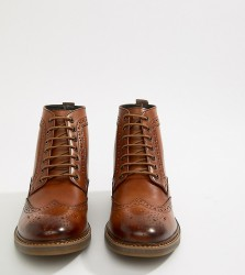 Base London Wide Fit Hurst brogue boots in tan - Tan