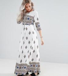 Boohoo Petite V Neck Printed Maxi Dress - White