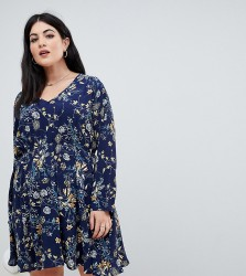 Boohoo Plus exclusive plus v neck smock dress in blue floral - Multi