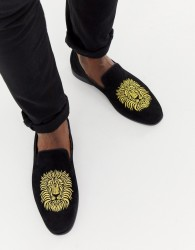 boohooMAN loafers with lion embroidery in black - Black