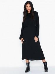 By Malene Birger Azolla Tætsiddende kjoler