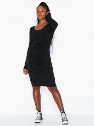 By Malene Birger Irwinia Tætsiddende kjoler