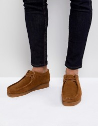 Clarks Originals Wallabee Lace Up Shoes In Cola Suede - Tan