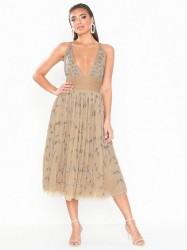 Dolly & Delicious Embellished Midi Dress Pailletkjoler