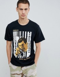 Fairplay call dropped chest print t-shirt in black - Black