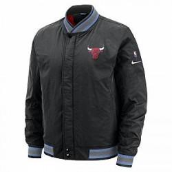 http://images.nike.com/is/image/DotCom/AH5272_010_C?wid=650&hei=650&qlt=90&fmt=png-alpha Chicago Bulls Nike Courtside NBA-jakke