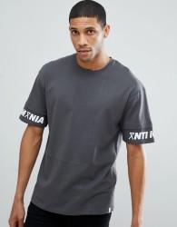 Jack & Jones Core Drop Shoulder T-Shirt With Sleeve Print - Grey