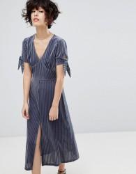 J.O.A Midi Dress With Split Front In Delicate Pleated Velvet - Grey