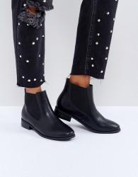 London Rebel Chelsea Boot On Tread Sole - Black