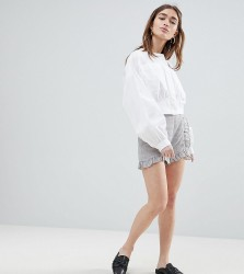 Lost Ink Petite Tailored Shorts With Ruffle Seams - Grey