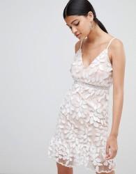 Love Triangle 3D applique dress with peplum hem - White