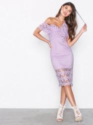 Love Triangle Botanical Wonder Off Shoulder Midi Dress Kropsnære kjoler Lilla