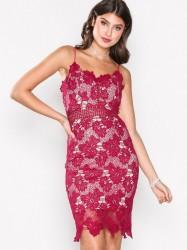 Love Triangle Dream Knee Length Dress Kropsnære kjoler Raspberry