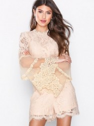 Love Triangle Victoriana L/S Lace Playsuit Playsuits Fersken