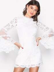 Love Triangle Victoriana L/S Lace Playsuit Playsuits Hvid