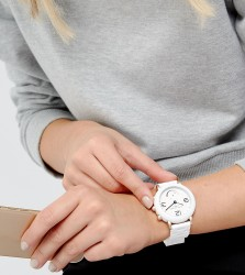 Marc Jacobs Connected MJT1004 Bracelet Hybrid Smart Watch In White - White