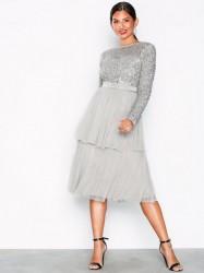 Maya Delicate Sequin Tiered Midi Dress Pailletkjoler