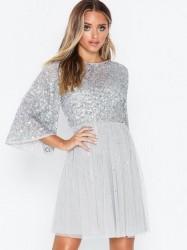 Maya Flutter Sleeve Mini Dress Pailletkjoler