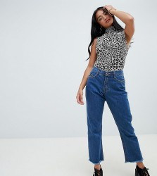 Missguided Petite Wrath mid rise cropped flare jeans in mid blue wash - Blue