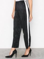 New Look Plisse Cropped Side Stripe Trousers Bukser Black