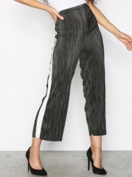 New Look Plisse Cropped Side Stripe Trousers Bukser Green