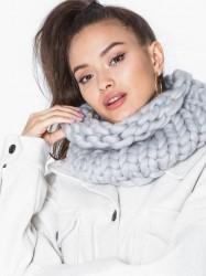 NLY Accessories Giant Tubular Knit Tørklæder