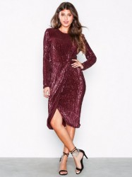 NLY Eve Padded Pleated Sequin Dress Pailletkjoler Burgundy