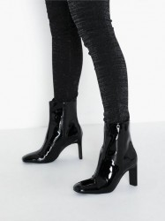 NLY Shoes Squared Toe Patent Boot Heel