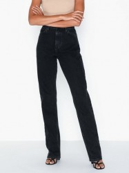 NLY Trend Cheeky Fit Long Leg Denim Straight fit