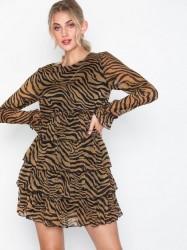 NLY Trend Short Frill Dress Skater kjoler