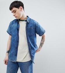 Reclaimed Vintage inspired denim acid wash shirt with short sleeves - Blue