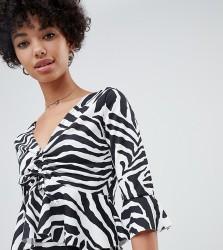 Reclaimed Vintage inspired zebra jersey top - Black