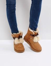 UGG Gita Bow Chestnut Boots - Tan