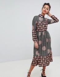 Uttam Boutique Long Sleeve Belted Maxi Dress - Black