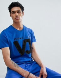 Versace Jeans t-shirt in blue with chest logo - Blue