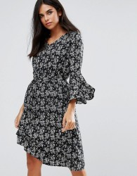 Yumi Flare Sleeve Dress In Floral Print - Black