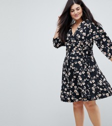 Yumi Plus Wrap Dress in Floral Print - Black