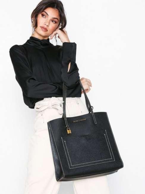 Priser på Marc Jacobs Grind T Pocket Håndtaske Sort