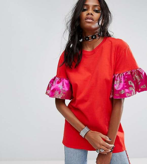 Priser på Reclaimed Vintage Inspired Oversized T-Shirt With Brocade Ruffle Sleeves - Red